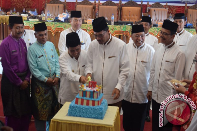 Potong Kue HUT ke 176 Limapuluh Kota