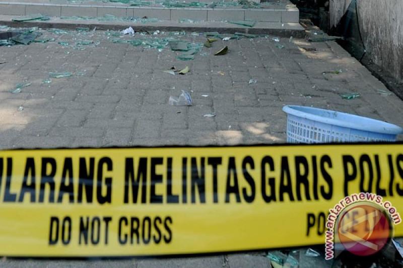 Garis polisi dipasang di lokasi ledakan ruko Kebayoran Baru