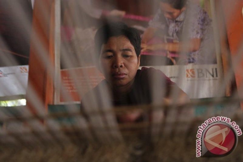 Desa Keban Agung OKU kembangkan kerajinan tenun songket