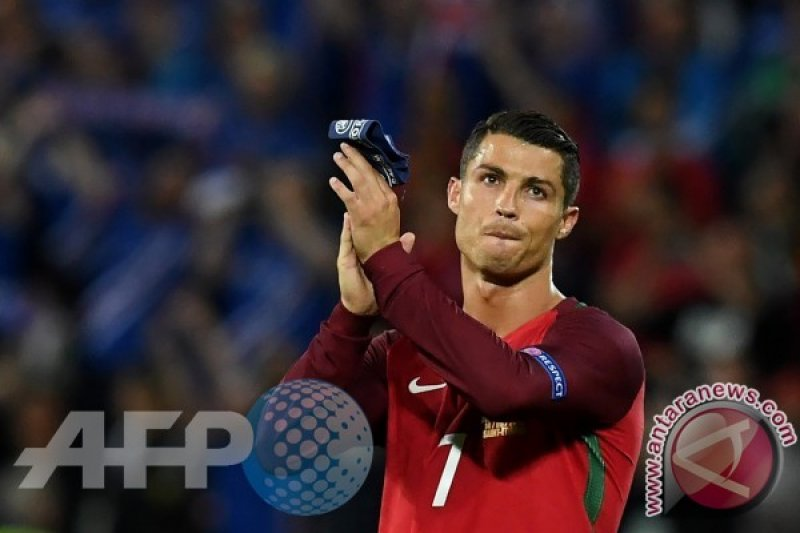 Kapal pesiar Ronaldo disambangi petugas pabean Spanyol