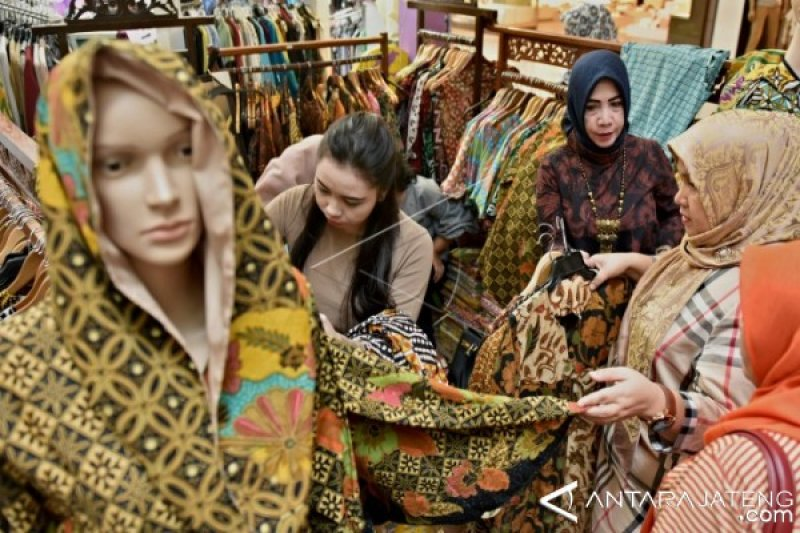National Batik Day Offers Momentum to Promote Batik Clothing