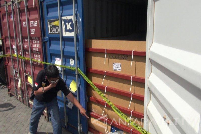 Investigasi 65 kontainer berisi limbah plastik berlanjut
