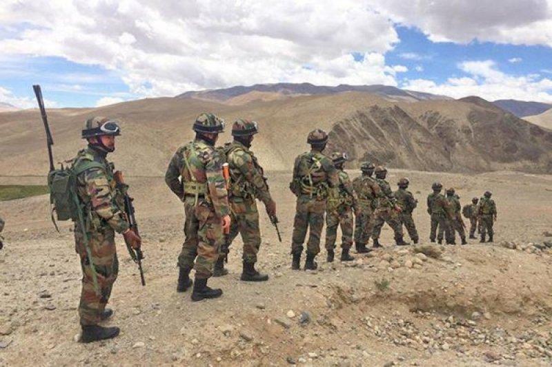 PM Modi kunjungi pasukan di perbatasan India-China