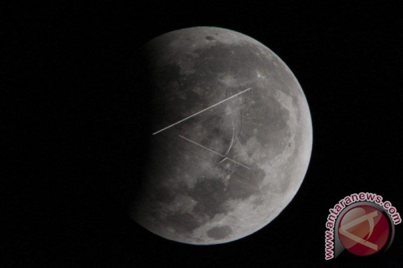 Hari ini, gerhana bulan dapat dinikmati secara live streaming