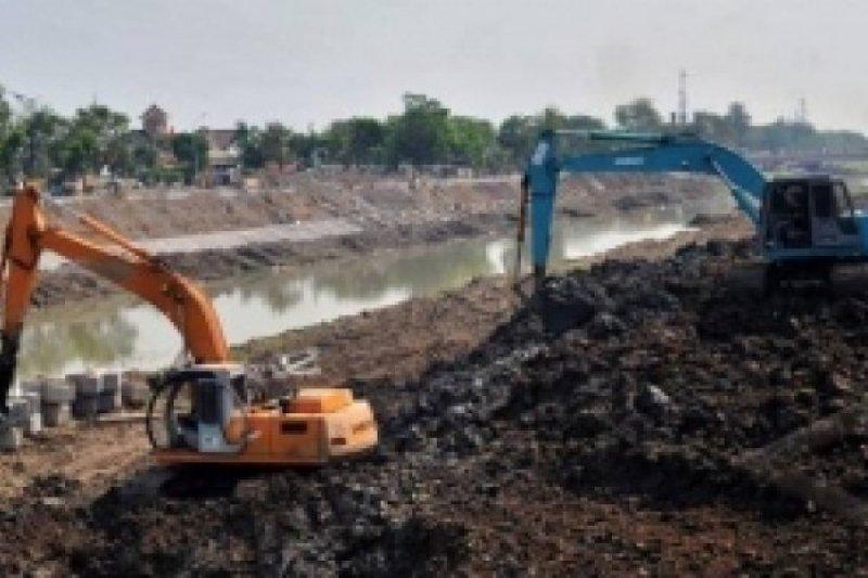 Kurangi dampak banjir, sedimentasi Sungai BKB Semarang mulai dikeruk