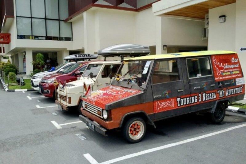 Lintasi tiga negara, komunitas Toyota rayakan HUT RI di Brunei