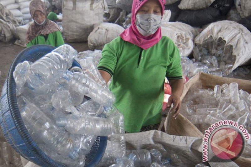 Air di botol kemasan plastik yang didinginkan sebabkan kanker