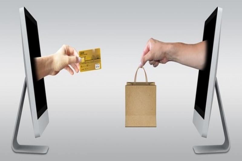 Tips belanja online aman saat Valentine