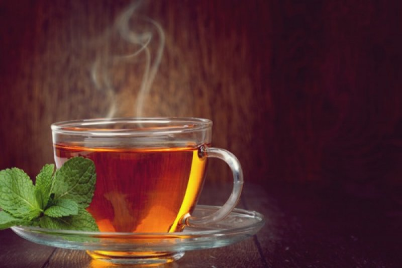 Benarkah minum teh dan air hangat cegah COVID-19?