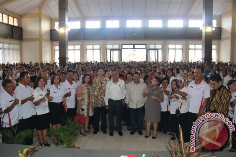 Guru di Minahasa Tenggara dituntut profesional