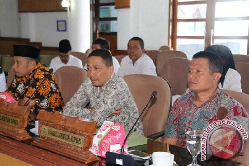 #DPRD Padang Panjang