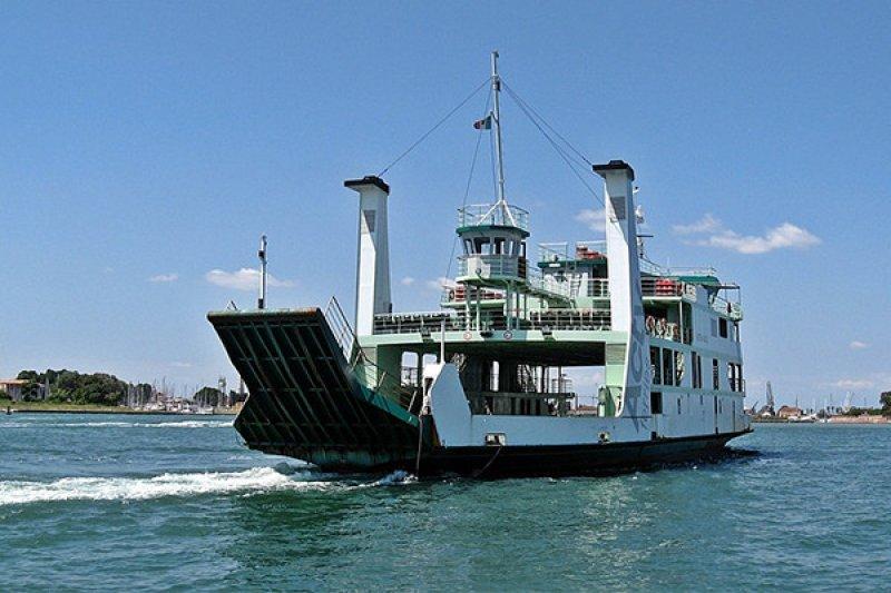 Belum ditemukan, wanita muda terjatuh ke laut saat di atas kapal feri