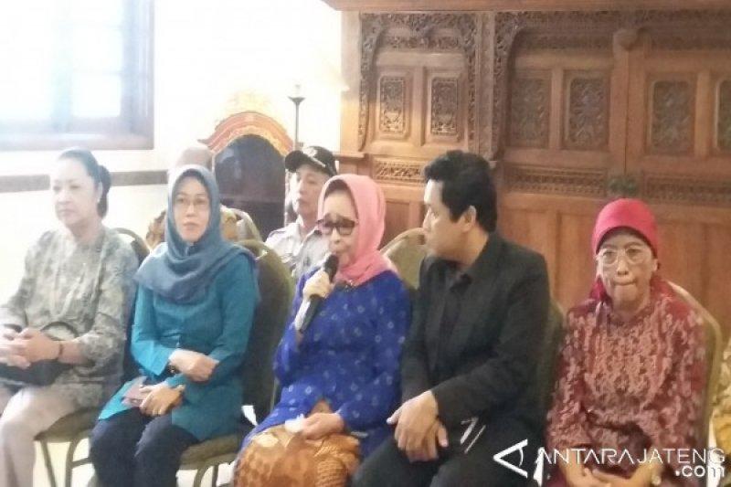 Busana Dodot Jadi Pilihan Kahiyang di Resepsi Pernikahan
