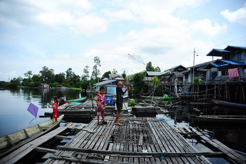 Pokmas Tanjung Lokang: Warga terima bantuan ikan Semah dari TNBKDS