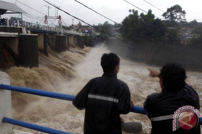 Air Bendung Katulampa Bogor naik
