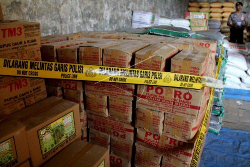 Polres Indramayu grebeg gudang pupuk ilegal