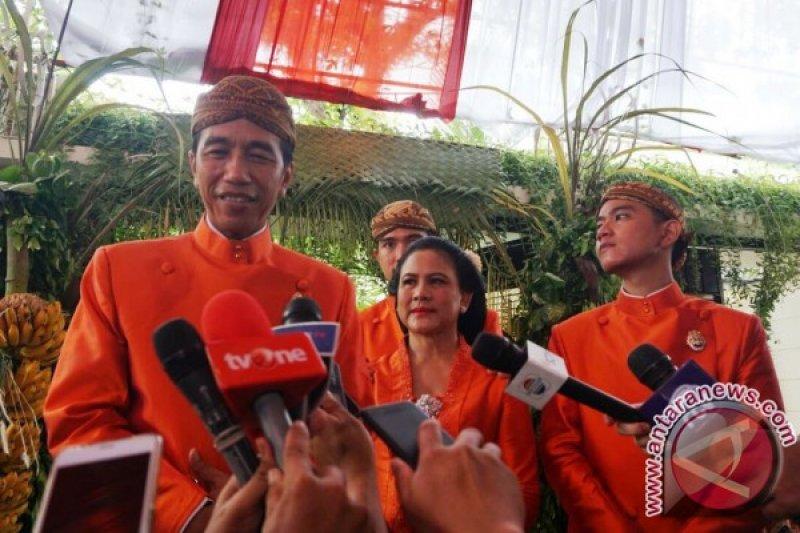 Jokowi pesan agar Kahiyang-Bobby sabar