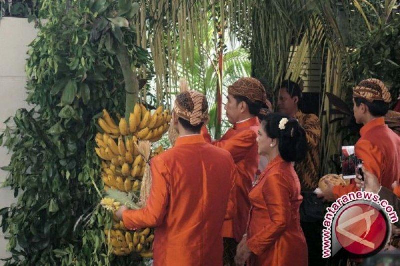 Jokowi dan keluarga pasang 'Bleketepe' di kediamannya