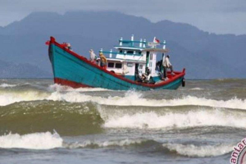 Ombak Tinggi, KSOP Dumai Batasi Pelayaran Selat Malaka