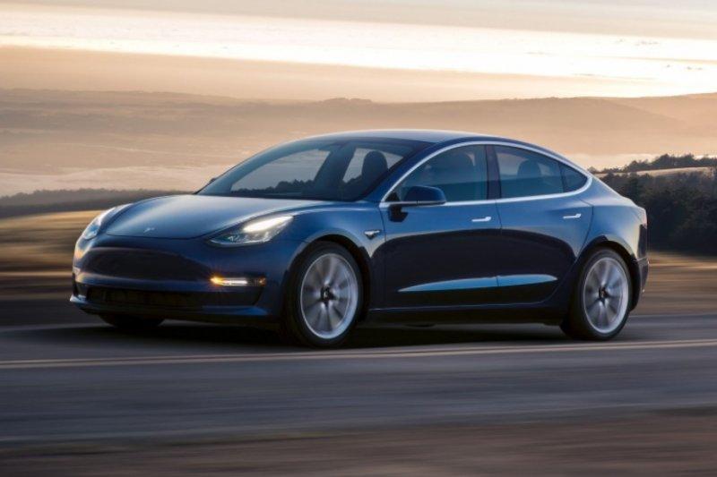 Rental mobil batal beli 85 sedan Tesla karena masalah kualitas
