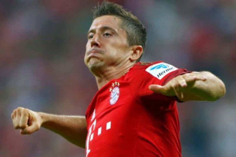 Robert Lewandowski cetak gol pada pertandingan Bayern Munich lawan Stuttgart