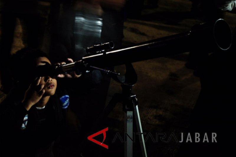 Observasi gerhana bulan di Sabuga disambut antusias warga