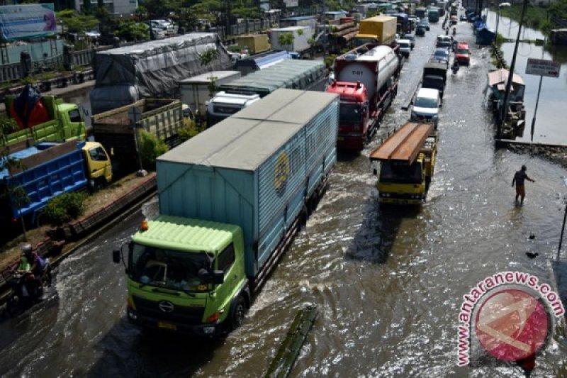 Sungai banjir kanal timur Semarang meluap lagi
