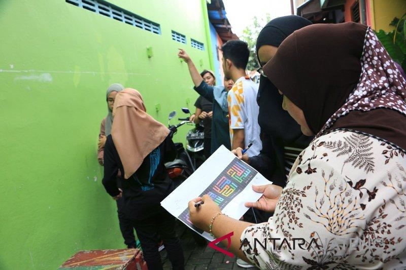 Mahasiswa Malaysia bikin mural di Kampung Pelangi Semarang