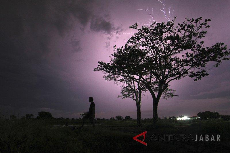 Hujan disertai kilat berpotensi terjadi di Lampung