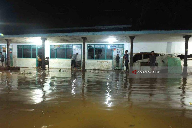 Santri Ponpes Ar Rosyid Bangsalsari Jember Mengungsi Akibat