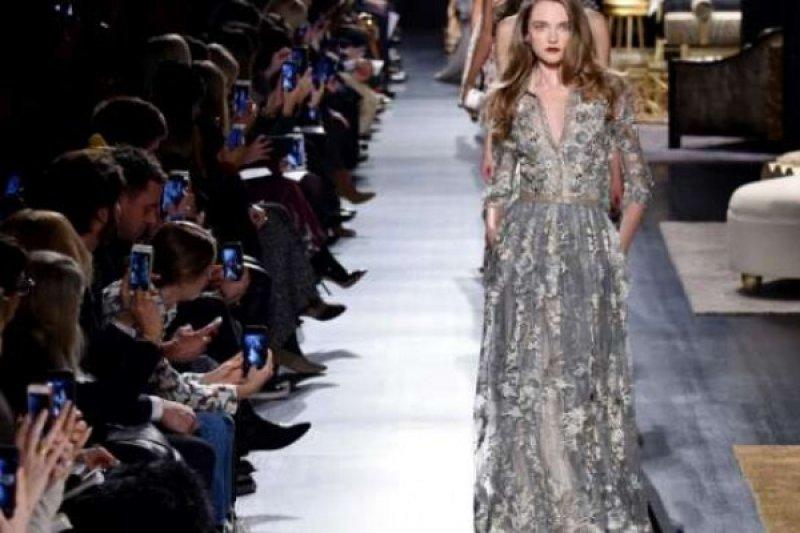 SAP Desain Aplikasi Handphone Untuk New York Fashion Week
