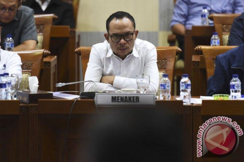 Menaker tegaskan TKA wajib patuhi peraturan di Indonesia