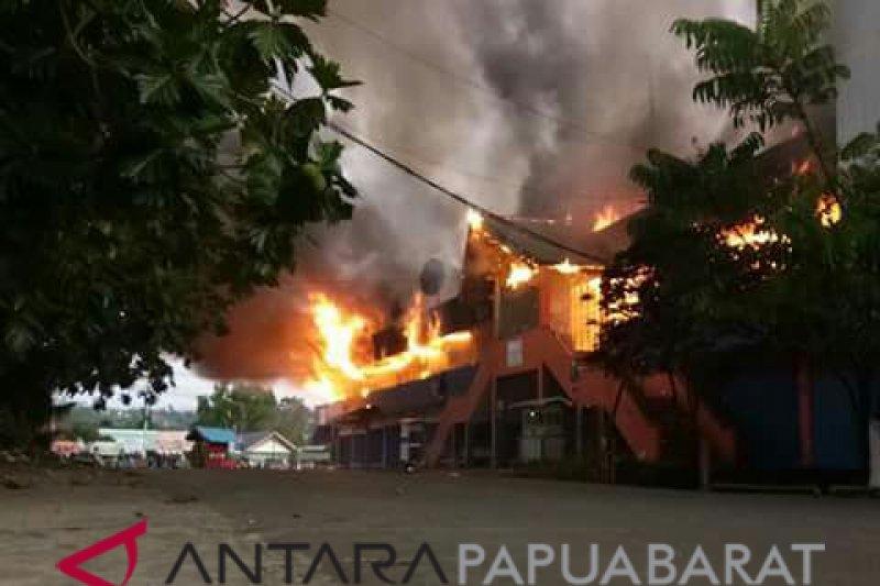 Pasar tradisional kawasan transmigrasi Manokwari Papua Barat terbakar
