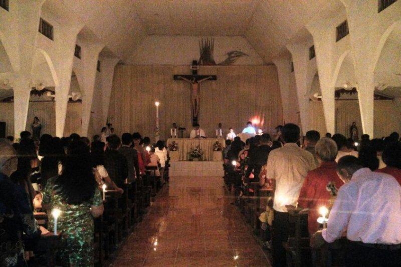 Suasana Malam Paskah Gereja Katolik Sulut Foto Page 1