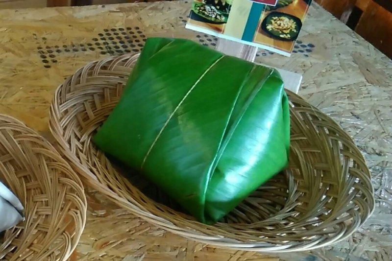 Sejumlah warga Lithuania sukai kuliner Indonesia nasi uduk dan semur daging