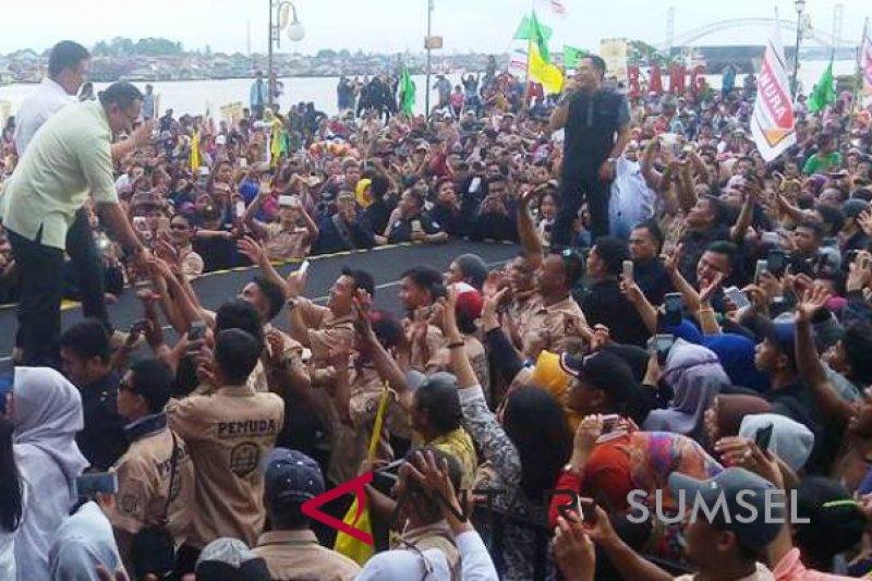 Band Wali hibur ribuan pendukung Mularis-Syaidina