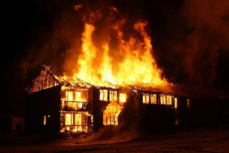 Rumah pengidap gangguan jiwa dilalap si jago merah