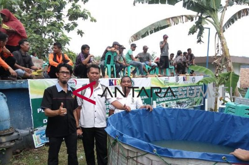 Pemkab OKU salurkan dana kelurahan  Rp2,6 milar