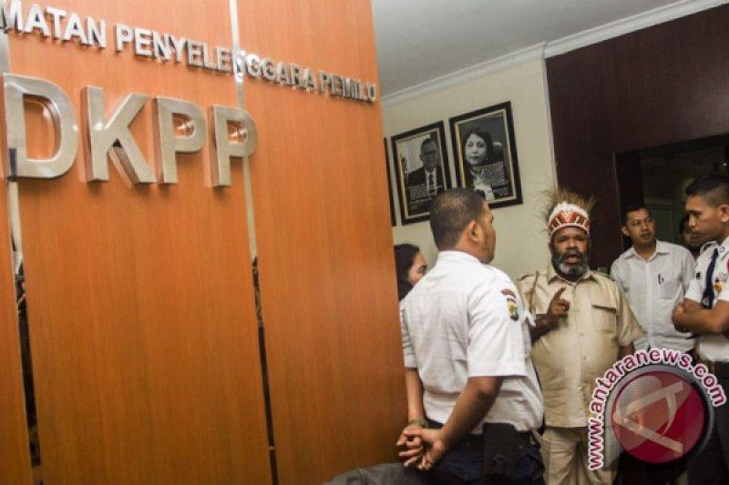 DKPP berhentikan empat komisioner KPU Paniai