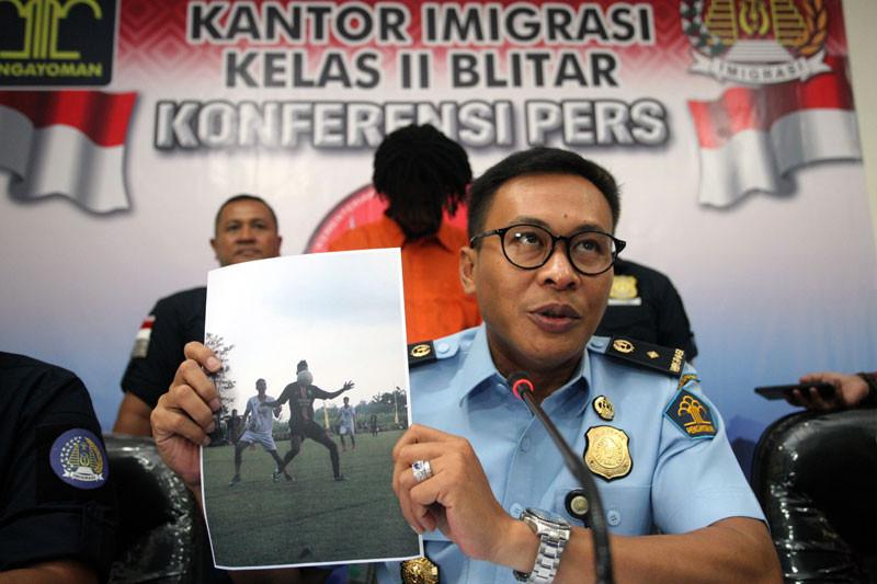 Tangkap pesepak bola asing ilegal
