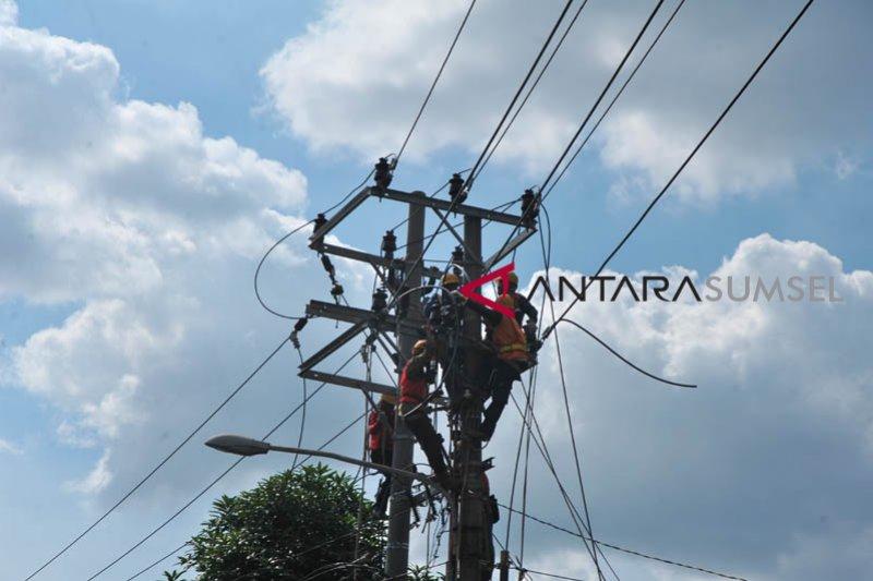 Gubernur Sumsel targetkan semua desa dialiri listrik