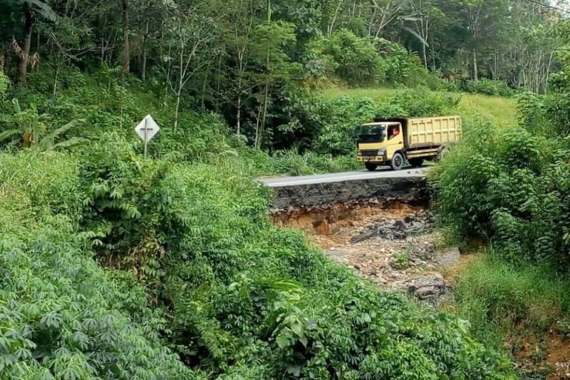 Longsor putus akses jalan di Tapanuli Selatan