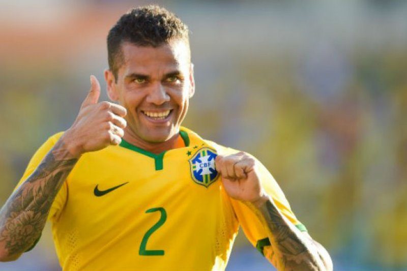 Pemain Brazil Dani Alves ingin bermain di Liga Premier