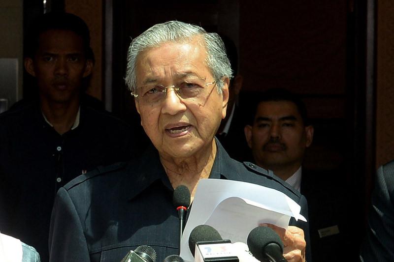 Ungkap utang 65% dari PDB, Mahathir akan pangkas gaji menteri