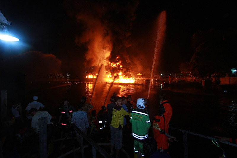 Kebakaran di Kilang Pertamina saat perbaikan pipa