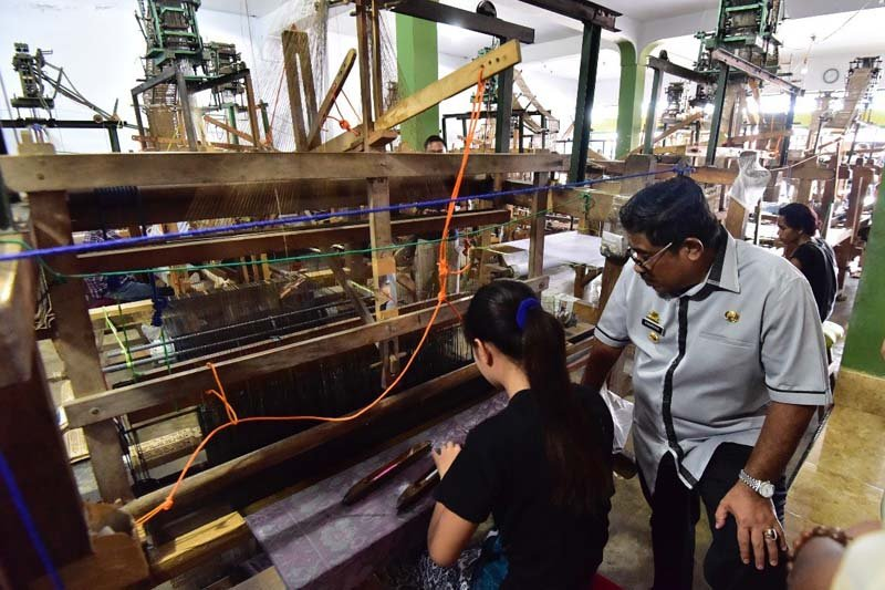 Penjabat gubernur dorong diversifikasi produk sutera Sengkang