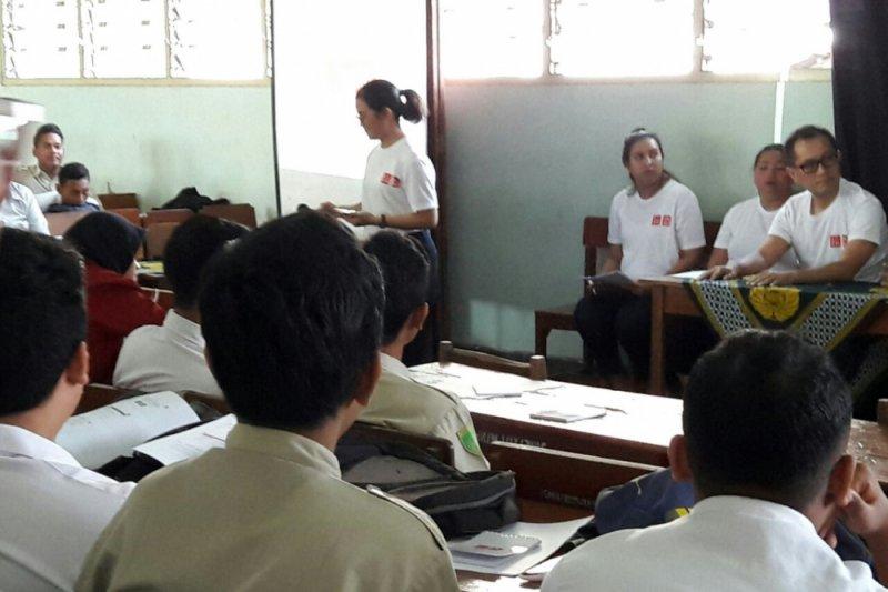 "Uniqlo selenggarakan ""sustainability activity"" di SMA/SMK Taman Siswa"