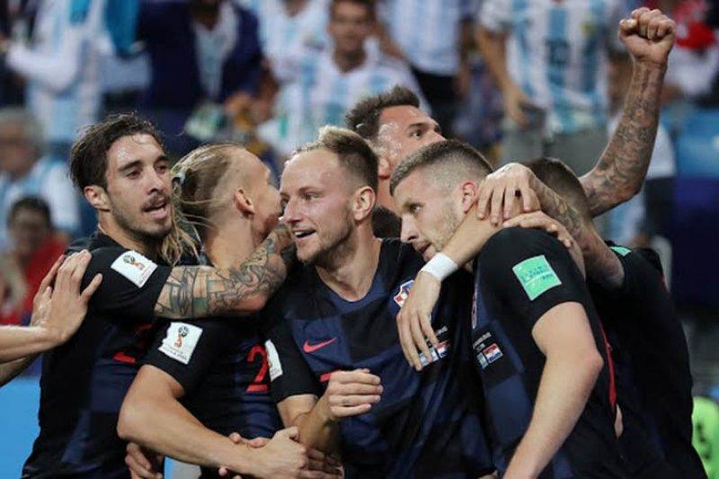 Kroasia kalahkan Islandia 2-1