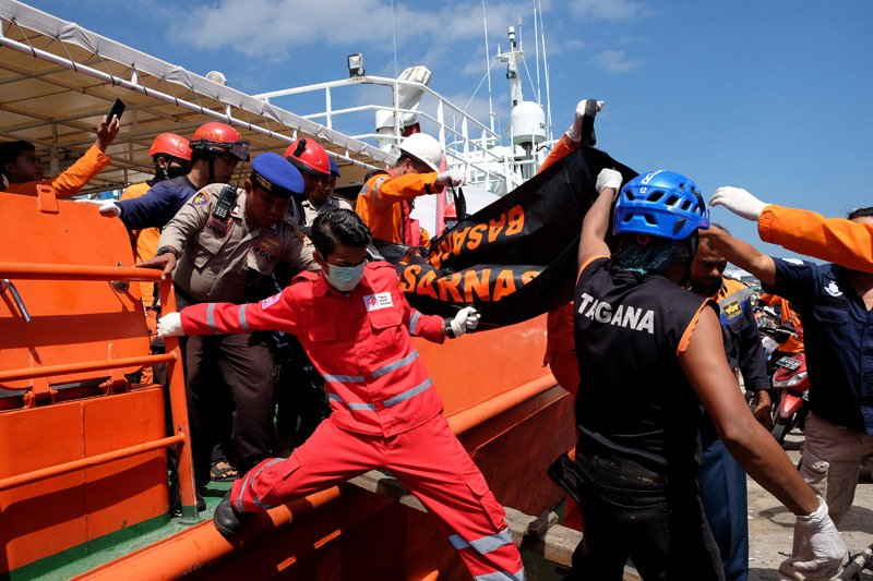 Korban kapal tenggelam di Makassar