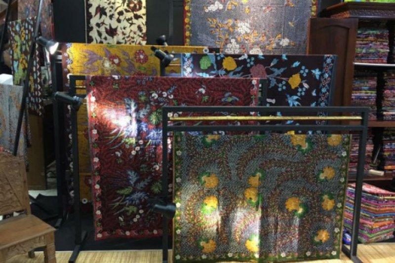 Oscar Lawalata perkenalkan batik kepada masyarakat dunia
